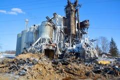 El fuego de las consecuencias destruye el molino Imagen de archivo libre de regalías