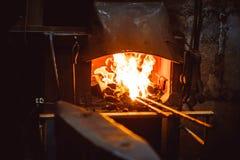 El fuego en la fragua foto de archivo libre de regalías