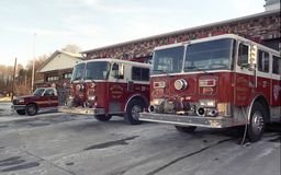 El fuego t rucks en la rampa de Ritchie Volunteer Fire Department foto de archivo libre de regalías