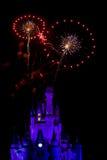El fuego trabaja sobre el castillo de Disney Foto de archivo libre de regalías