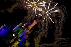 El fuego trabaja sobre el castillo de Disney Fotografía de archivo