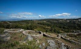 El fuerte céltico de la colina de la edad de hierro, Monte hace Facho, Galicia, España Foto de archivo libre de regalías