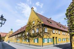 El Fuggerei es el más viejo complejo de viviendas social de los mundos imagen de archivo