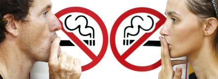 El fumar imagenes de archivo