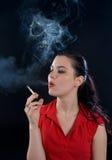 El fumar de la mujer Imagen de archivo