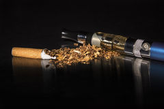 El fumar roto primer de la parada del cigarrillo Fotos de archivo libres de regalías