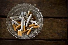 El fumar salido imagenes de archivo