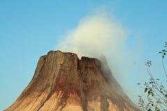 El fumar vulcan grande Imagenes de archivo