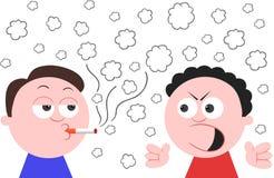 El fumar y otro hombre enojado Fotos de archivo libres de regalías