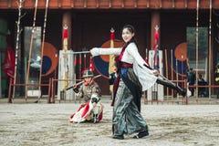El funcionamiento de ensayo tradicional de los artes marciales, el 23 de diciembre de 2016, Gyeonggi-hace, Suwon-si, Corea del Su Foto de archivo libre de regalías