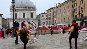 el funcionamiento de los Bandera-portadores en las festividades tradicionales de Caterina Cornaro está viniendo a Brescia, Lombar