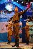 El funcionamiento de los soldados rusos, de los bailarines de la canción y del conjunto de la danza del distrito militar de Lenin Foto de archivo libre de regalías