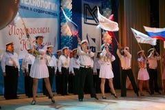 El funcionamiento de los soldados y marineros rusos, bailarines de la canción y conjunto de la danza del distrito militar de Leni Imágenes de archivo libres de regalías