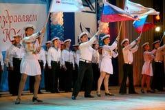 El funcionamiento de los soldados y marineros rusos, bailarines de la canción y conjunto de la danza del distrito militar de Leni Foto de archivo libre de regalías