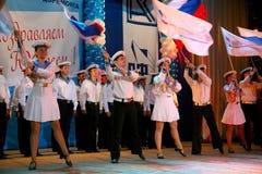 El funcionamiento de los soldados y marineros rusos, bailarines de la canción y conjunto de la danza del distrito militar de Leni Fotografía de archivo libre de regalías