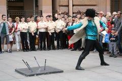 El funcionamiento de los solista-bailarines del conjunto Imamat (Daguestán solar) con danzas tradicionales del Cáucaso del norte Fotografía de archivo