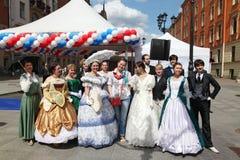 El funcionamiento de promotores y de bailarines del conjunto de personaje histórico Viva del traje y de la danza Fotografía de archivo libre de regalías
