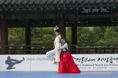 El funcionamiento del arte marcial y el evento coreanos tradicionales de la experiencia muestran Fotografía de archivo