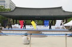 El funcionamiento del arte marcial y el evento coreanos tradicionales de la experiencia muestran fotografía de archivo libre de regalías