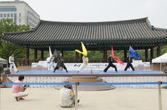 El funcionamiento del arte marcial y el evento coreanos tradicionales de la experiencia muestran imagen de archivo libre de regalías