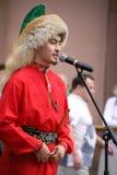El funcionamiento del conjunto nacional bashkir Yandek (Bashkortostan) de los músicos y de los bailarines Imagen de archivo