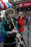 El funcionamiento del conjunto nacional bashkir Yandek (Bashkortostan) de los músicos y de los bailarines Fotografía de archivo