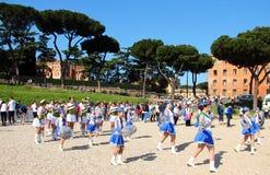 El funcionamiento del Majorette en el maratón de Roma Imagen de archivo
