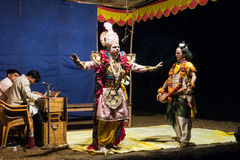 El funcionamiento en teatro aficionado de la calle en la India durante Holi - Imágenes de archivo libres de regalías
