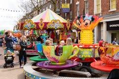 El funfair de Stanworths monta afuera en un carnaval Fotografía de archivo libre de regalías