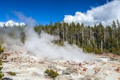 El géiser más alto del parque nacional de Yellowstone, Utah, los E.E.U.U. Imagen de archivo libre de regalías