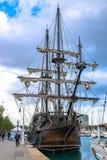 El Galeón或Galeón Andalucía,三帆柱船,是16世纪西班牙盖伦帆船的复制品在巴塞罗那,西班牙 库存照片