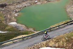 El Gavia de Passo, los 2621m, es un paso de alta montaña en las montañas italianas Foto de archivo libre de regalías