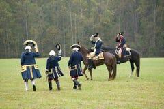 El general Washington y asistente saluda al personal francés incluyendo Comte De Grasse y general Rochambeau en el 225o aniversar Imagen de archivo libre de regalías