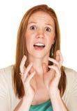 El gesticular asustado de la mujer Foto de archivo libre de regalías