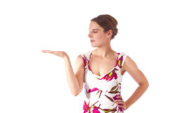 El gesticular de la mujer joven. Fotografía de archivo