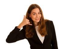 El gesto atractivo de la mujer de los busienss me llama aislado sobre blanco Fotografía de archivo