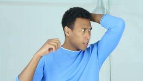 El gesto del fracaso, trastornó al hombre afroamericano triste almacen de metraje de vídeo