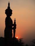 El gigante en la medida, puesta del sol Éste es st andgeneric tradicional Fotos de archivo