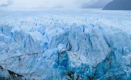 El glaciar más grande de la montaña de Perito Moreno en el mundo imagen de archivo