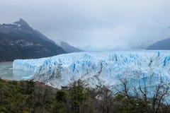 El glaciar más grande de la montaña de Perito Moreno en el mundo fotografía de archivo