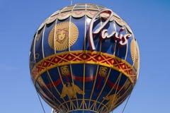 El globo del aire caliente de Montgolfier del casino icónico de París Imágenes de archivo libres de regalías