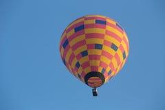 El globo del aire caliente photgrphed en el Bealton, demostración de aire del circo del vuelo del VA imagen de archivo libre de regalías