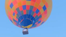 El globo del aire caliente saca metrajes