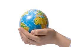 El globo en las manos de los niños Foto de archivo