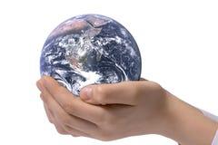 El globo en las manos de los niños Imagen de archivo libre de regalías