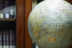 El globo ilustra siempre el mundo de una perspectiva que podemos entender en última instancia Imagenes de archivo