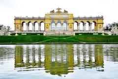 El Gloriette en jardín del palacio de Schonbrunn foto de archivo libre de regalías