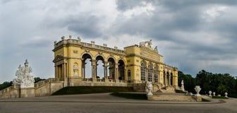 El Gloriette, jardín del palacio de Schoenbrunn Lugar de Sighseeing en Viena foto de archivo