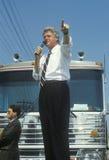 El gobernador Bill Clinton habla en Ohio durante el viaje 1992 de la campaña de Clinton/de Gore Buscapade en Parma, Ohio Fotografía de archivo