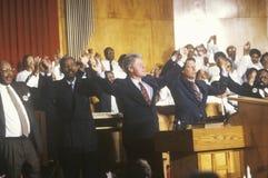 El gobernador Bill Clinton y senador Al Gore asiste a servicio en Olivet Baptist Church en Cleveland, Ohio durante el Clinton/el  Imagenes de archivo
